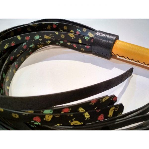 Flogger artesanal con tiras decoradas (7)