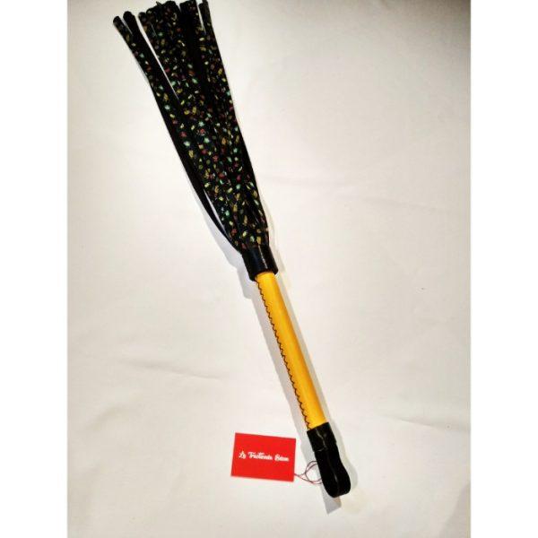 Flogger artesanal con tiras decoradas (9)