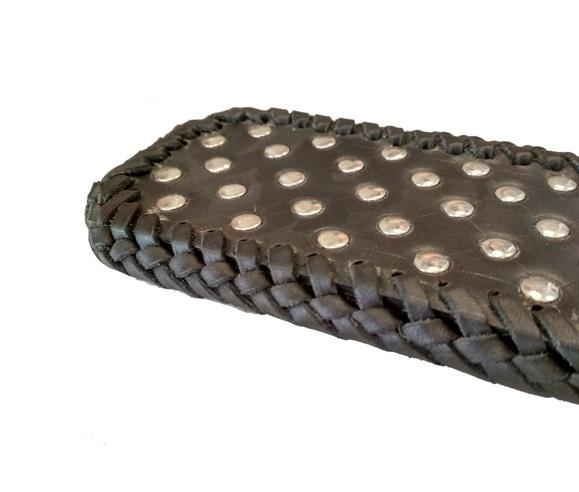 Paleta-azotadora-artesanal-de-cuero-negro-spanking-bdsm